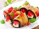 Рецепта Рулца от печени патладжани пълнени със сирене и домати